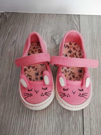 Śliczne pantofelki dla dziewczynki 20