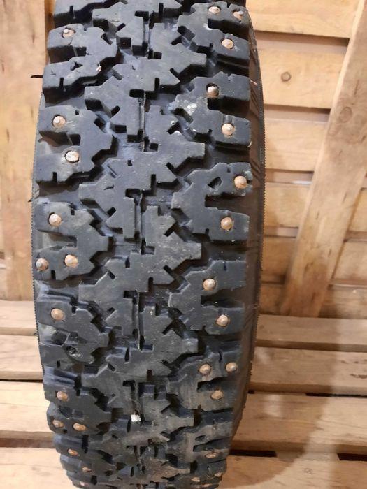Продам 2 шины шип на жигуль с дисками. 6.45-13/ 165-330.  Гост 4754-80 Кременчуг - изображение 1