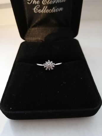Okazja! Srebrny pierścionek z diamentami