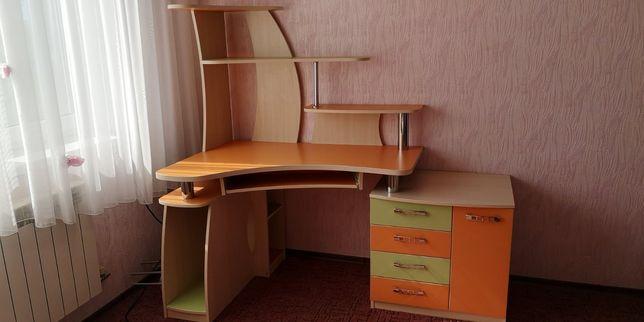 Стол компьютерный письменный, кровать