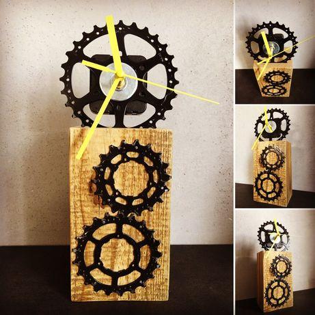 Zegar z czesci rowerowych.