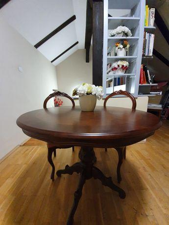 Stół z krzesłami stylizowany