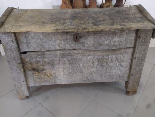Старовинна скриня, сундук, куфер