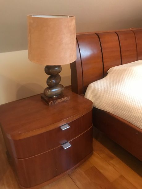 Sypialnia - łóżko, komoda, 2 szafki nocne, 2 lampki - Swarzędz, drewno