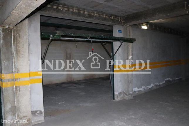 Garagem bem localizada