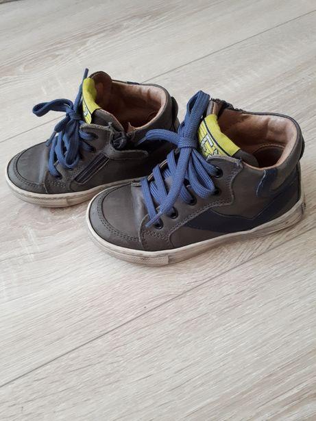демисезонные ботинки полностью кожаные .