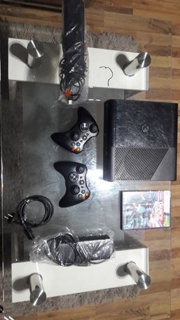 Xbox 360 + kinect + 2 pady i 1 gra