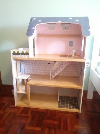 Casa madeira bonecas