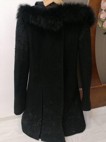 Жіноче зимове пальто.