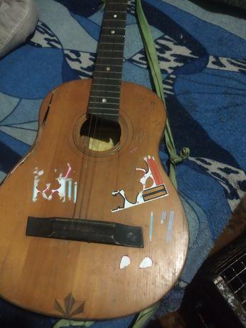 Продам гітару цена 200грн