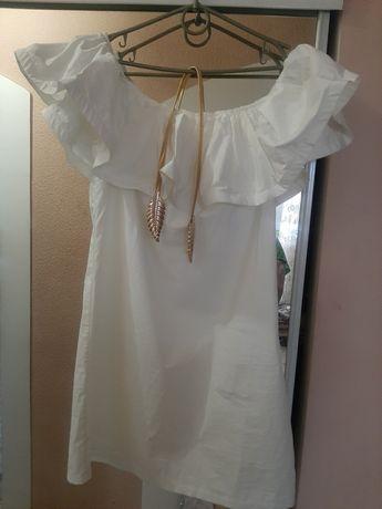 Платье с золотым пояском