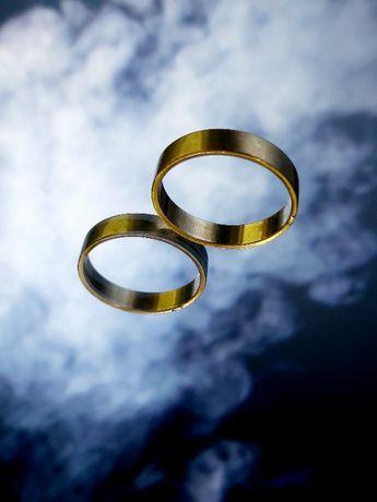 Złota obrączka ślubna