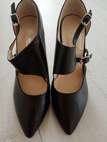 Buty na obcasie brązowe