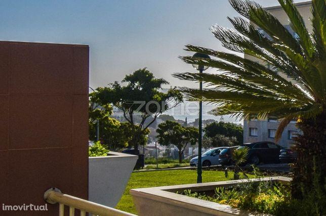 T2 - Parque do Poetas em Oeiras e Terraço com Vista mar, cheio de luz