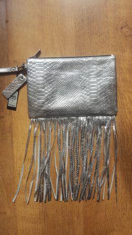 Skórzana skóra torebka kopertówka z frędzlami srebrna River Island hit