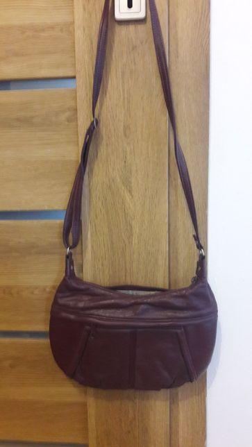 Bordowa torebka na pasku