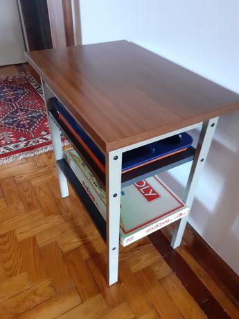 Mesa de apoio Vintage com 60x40x68cm com 2 prateleiras