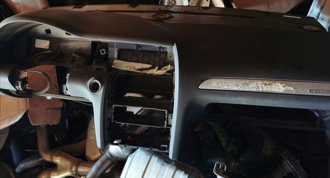 Deska rozdzielcza Kokpit europa oryginał nie naprawiana audi Q7 lift