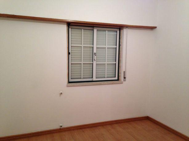 Aluga-se apartamento Carregado