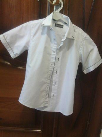 Рубашка белая на мальчика 7-8лет.