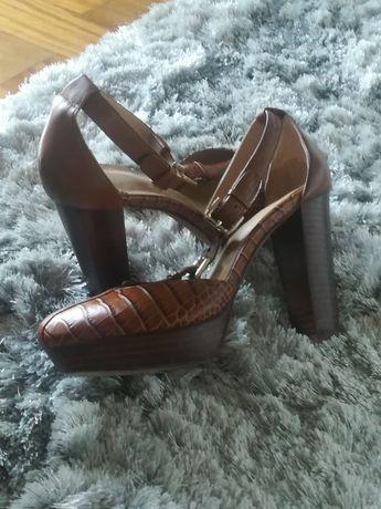 Novo preço, sapatos Uterque