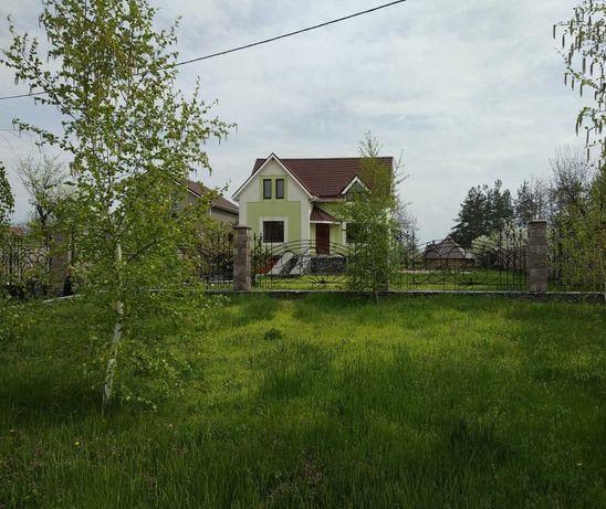 Двухэтажный дом на берегу реки в Песчанке