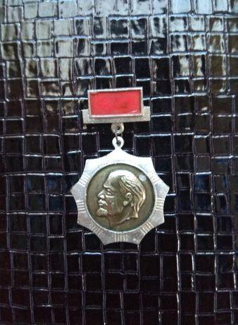 Значок Ленин звезда красный флаг СССР