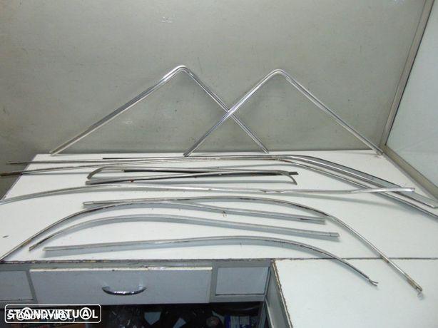 Mercedes W115 frisos laterais