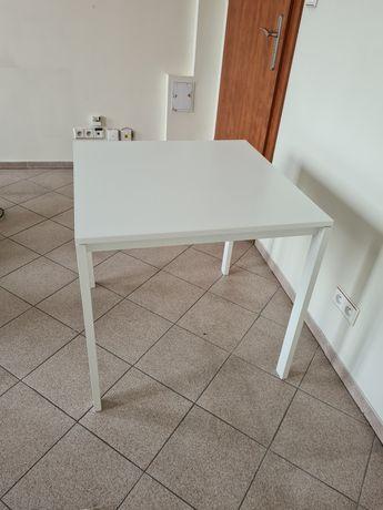 Stół-Ikea biały.