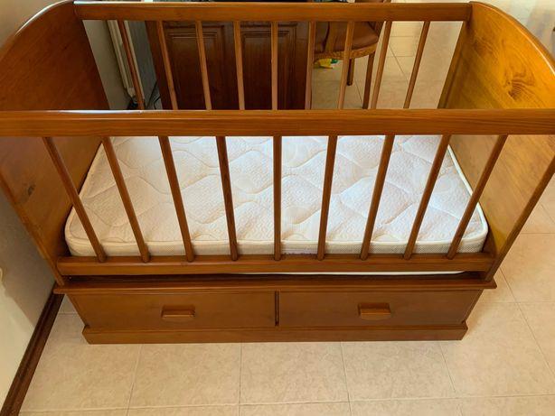 Vendo cama de bebé com colchão