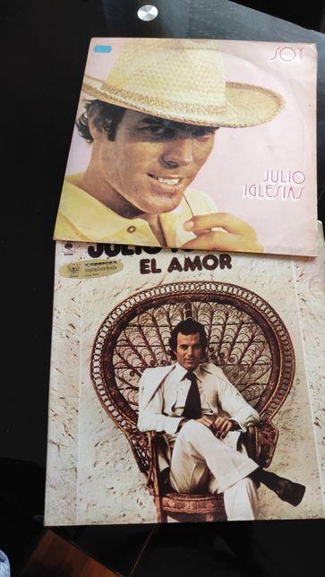 2 álbuns do cantor Júlio Iglesias