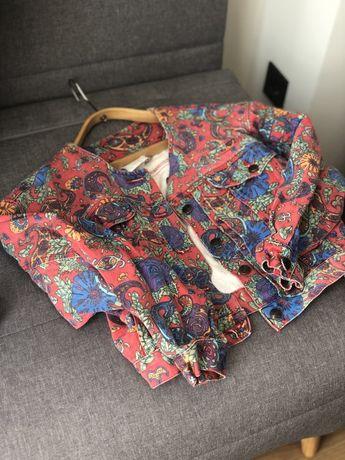 Продам винтажную джинсовую куртку очень красивой расцветки