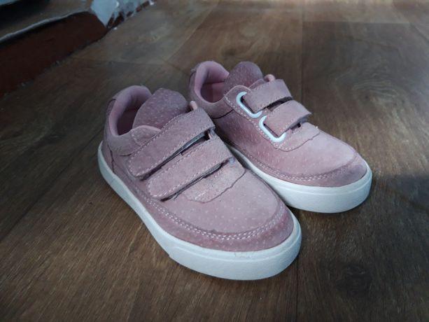 Продам новые детские кроссовки из натуральной замши.