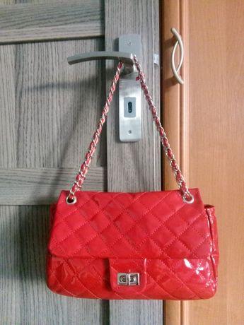 Piękna czerwona torebka Chanel