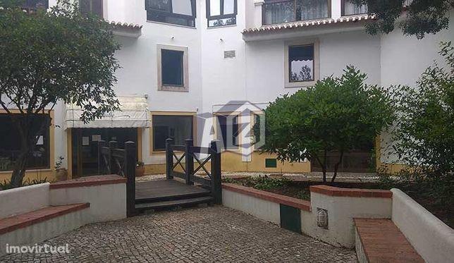 Escritório com 42m2 para arrendamento no Monte Estoril