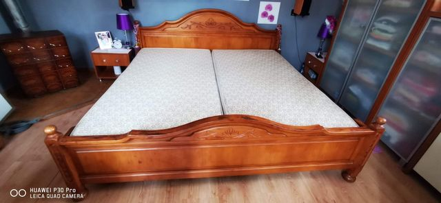 Łóżko sypialniane z materacami.DREWNO!!!