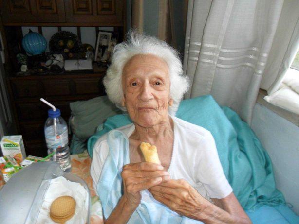 cuidadora de idosos, companhia, alimentação, limpezas