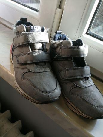 Oddam za darmo buty jesienne dla chłopca