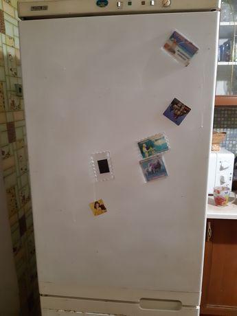 Продам холодильник LOYDS 290