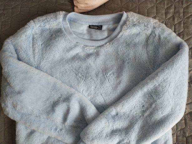 Błękitna bluza typu miś