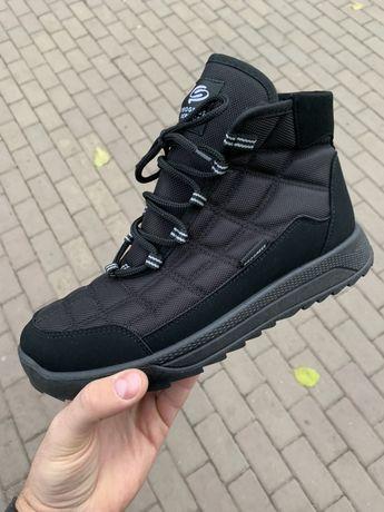 Продам новые зимние ботинки непромокаемые на меху