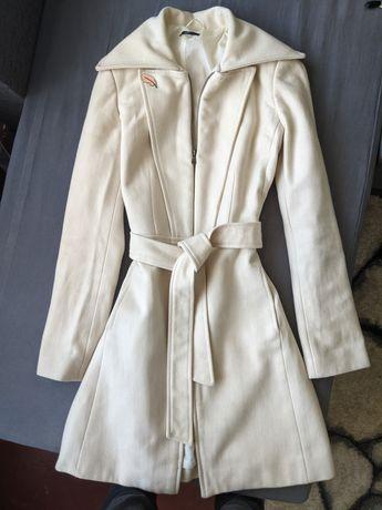 Пальто на запах на поясе с поясом жіноче женское белое беж біле