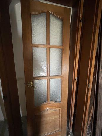Двери деревянные б/у