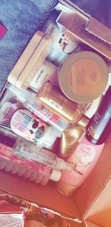 Kosmetykii  AVON