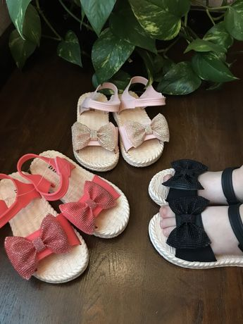 Босоніжки, сандалі