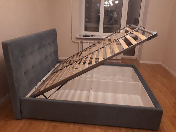Кровать двухспальная INTERIA 2м х 1.8м. Как новая.