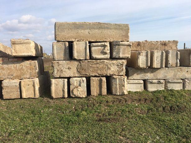 Блоки фундаментные 40, 50. И подушки фундаментные, и забор со столбами