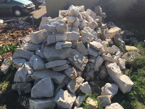 Sprzedam stary kamień piaskowca.
