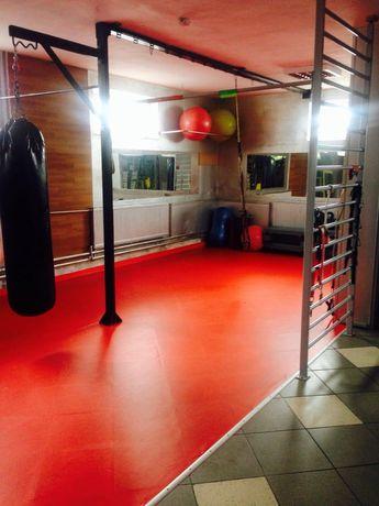 Konstrukcja metalowa do treningu funkcjonalnego i worka bokserskiego