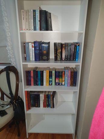 Półka na książki + książki dla młodzieży w zestawie